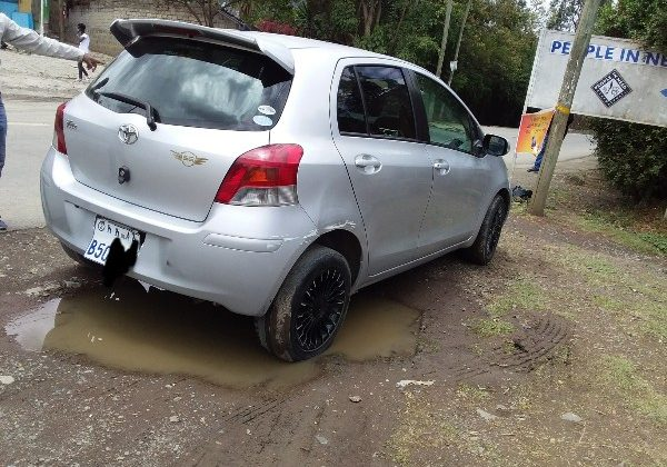 Toyota compact yaris automatic 2010