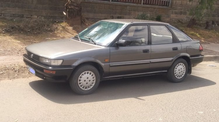 TOYOTA COROLLA Hatch back 1990 VERY CLEAN