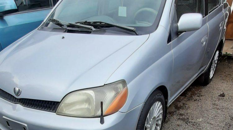 Toyota platz 2001