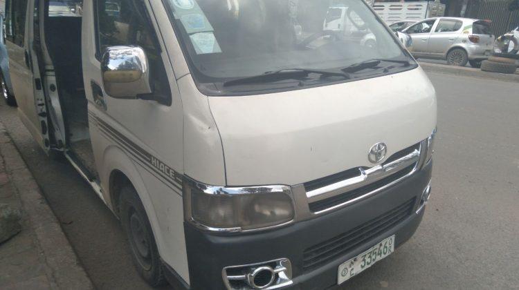Toyota minibus 2006 model